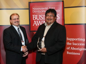 Award Presentation to Attawapiskat Resources Inc (OPG) (2)